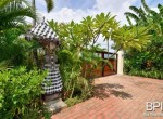 luxery-beachfront-villa-06