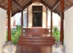 modern-living-in-a-traditional-villa-3