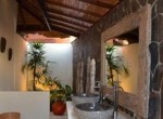 modern-living-in-a-traditional-villa-7