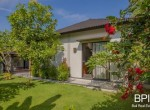 sanur-rustic-villa-for-sale-with-large-garden-10