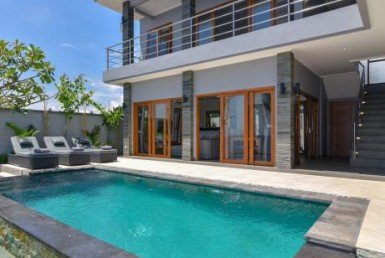 LUXURY BEACHFRONT VILLA CLOSE TO LOVINA