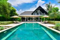Luxury Beachfront Villa with Homestay