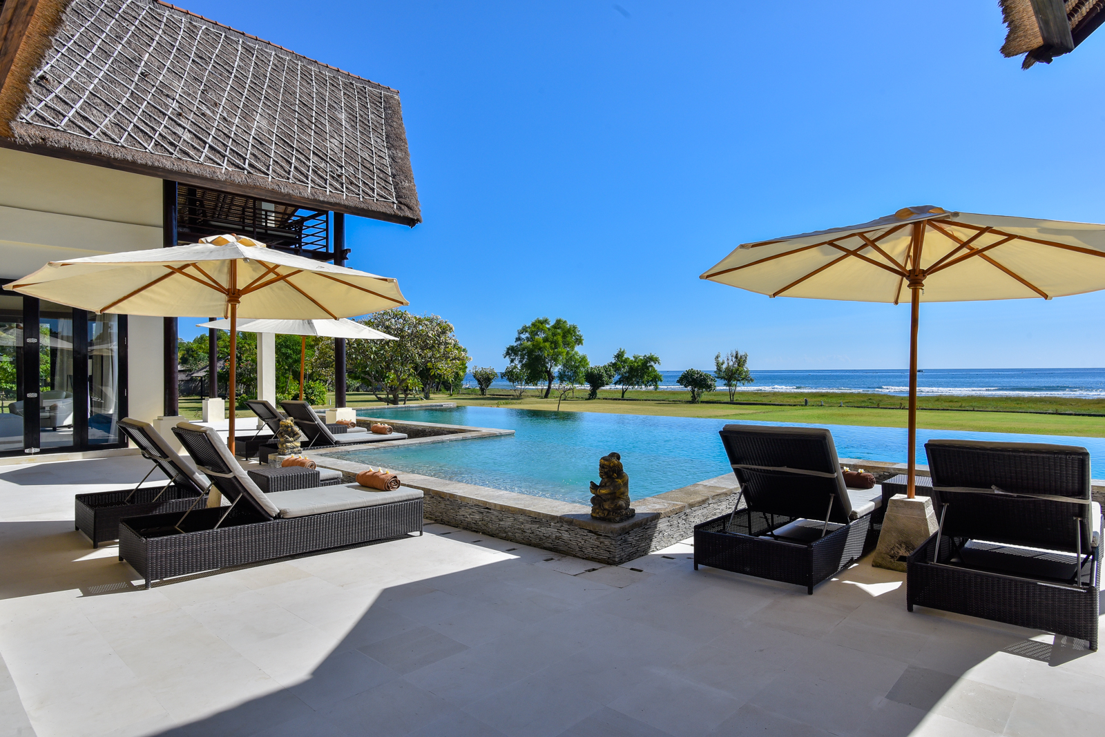 Palm-Living-large-luxury-villa-Penyabangan6
