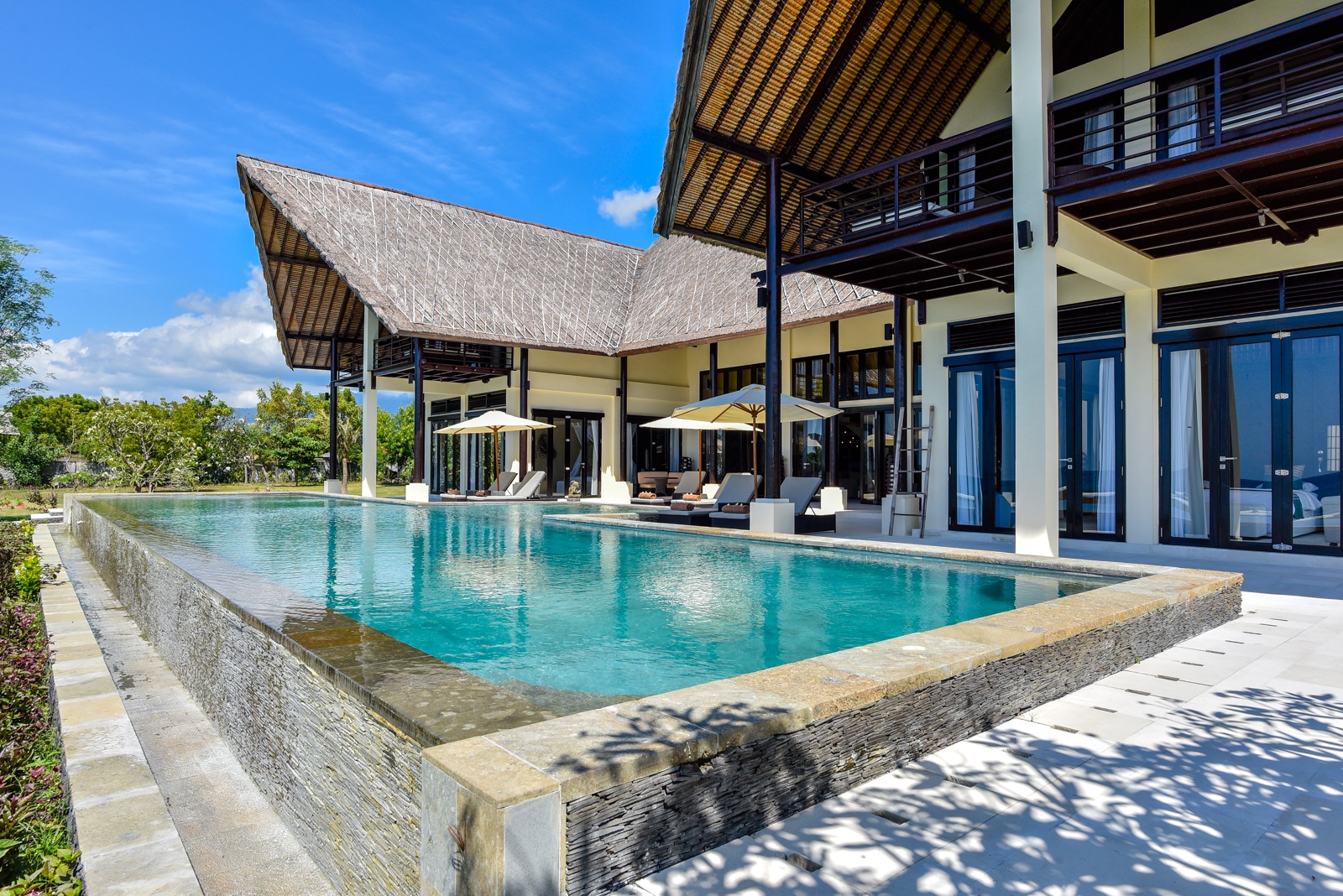 Palm-Living-large-luxury-villa-Penyabangan9