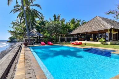 Beachfront Villa close to Singaraja for sale